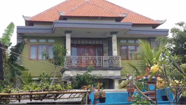 rumah dengan genteng karang pilang bambe surabaya