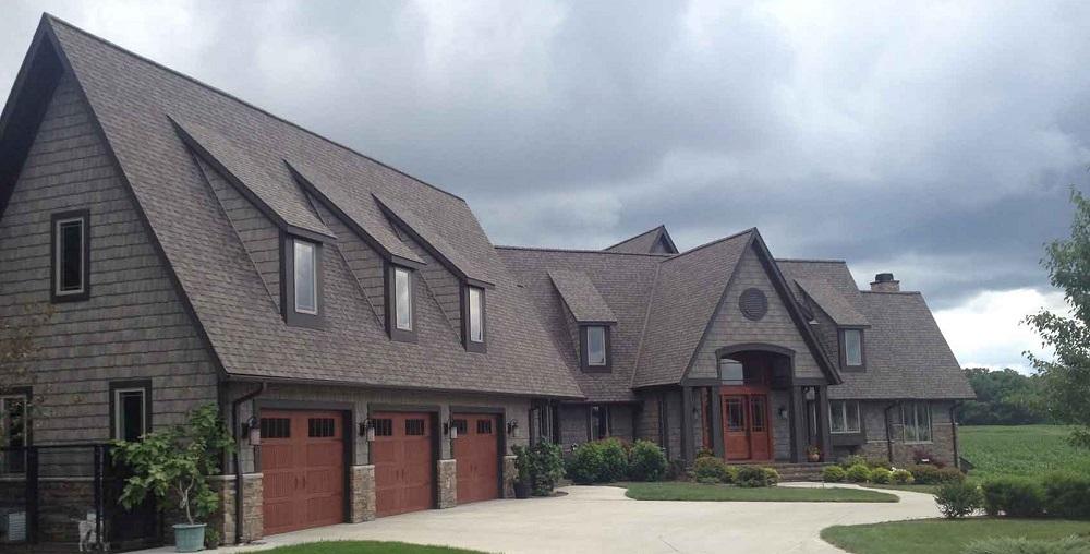 rumah dengan genteng aspal bitumen